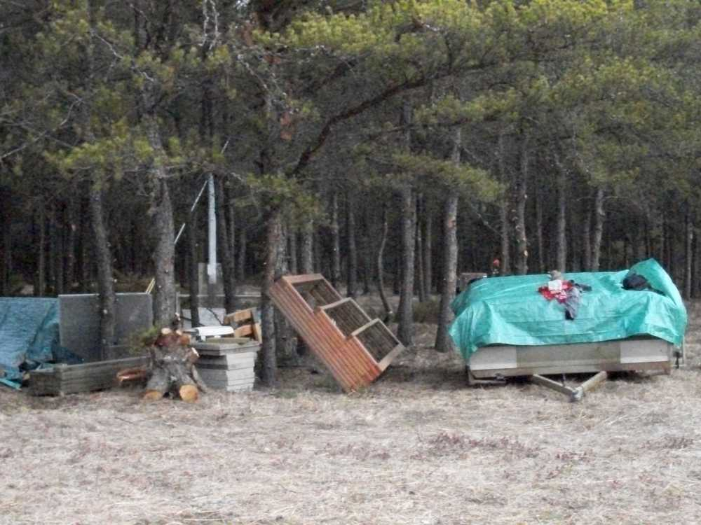 John Kundert's Manitoba Nudist Scrapbook: Gallery 04/03...Moving our cottage to the new park