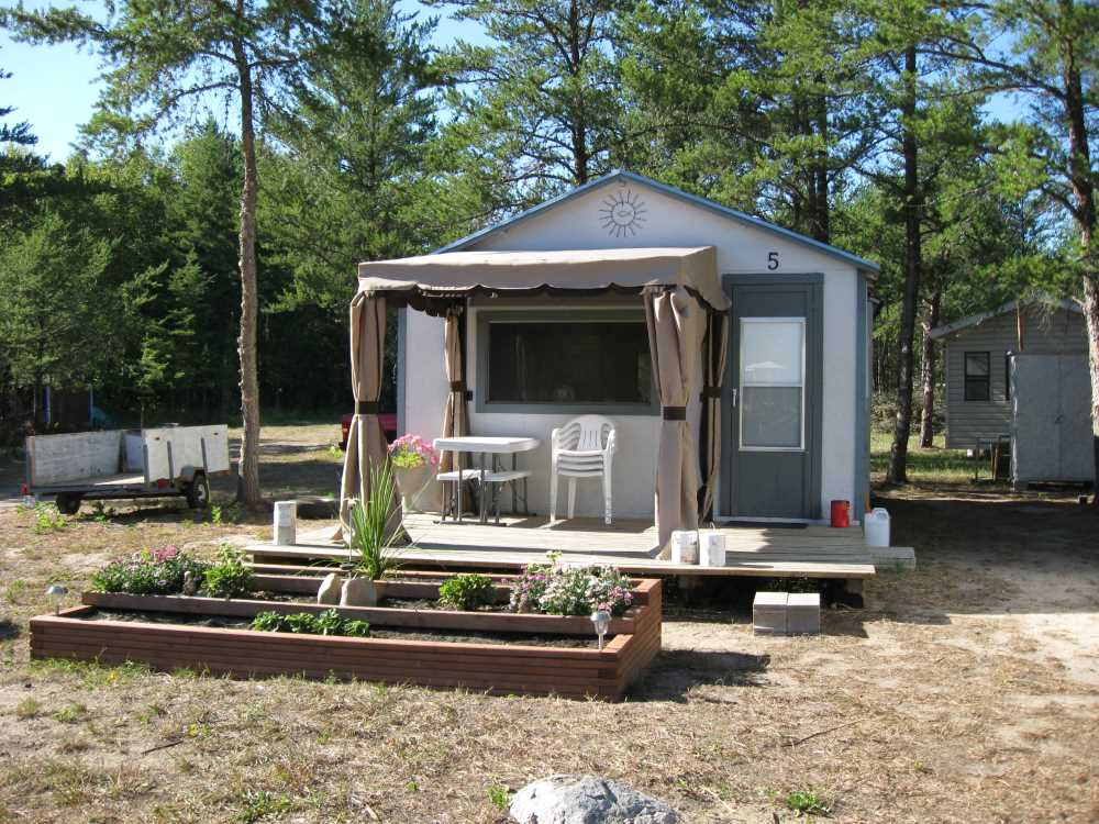 John Kundert's Manitoba Nudist Scrapbook: Gallery 04/16...Moving our cottage to the new park