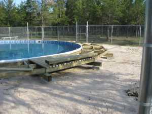 John Kundert's Manitoba Nudist Scrapbook: Gallery 26/01...Building a splash deck for the pool