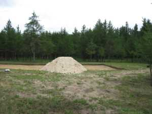 John Kundert's Manitoba Nudist Scrapbook: Gallery 28/01...Beach sand delivered, volleyball court completed